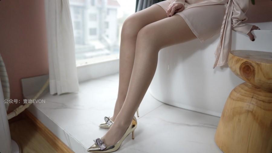 壹吻映画 Video YW012 质感裙