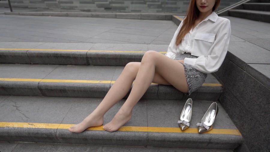 壹吻映画 Video YW023 商场台阶