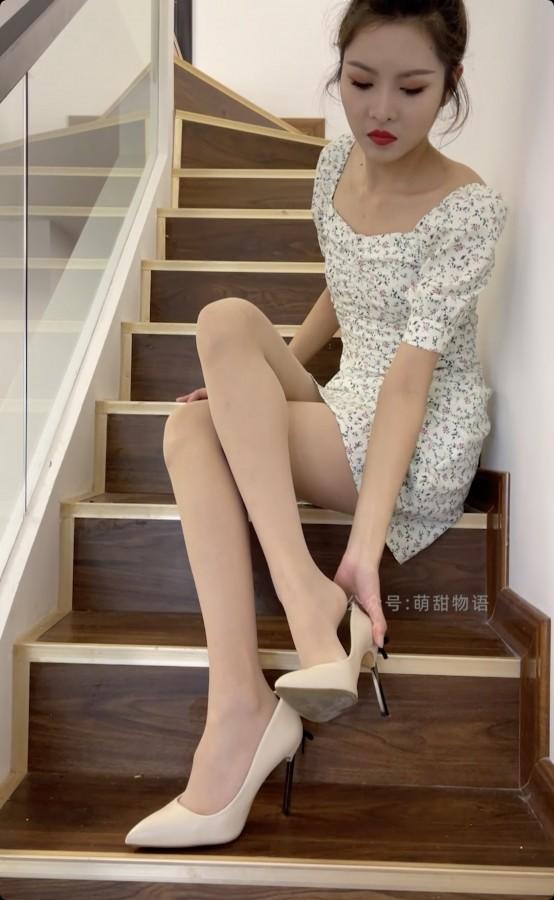 学妹加速跑 Video XM142 楼梯间的碎花裙