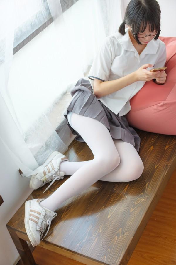BETA-026 红色校服肉丝美足少女