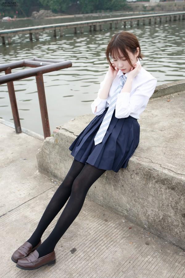 森萝财团 JKFUN-006 Aika 80D黑丝户外水边