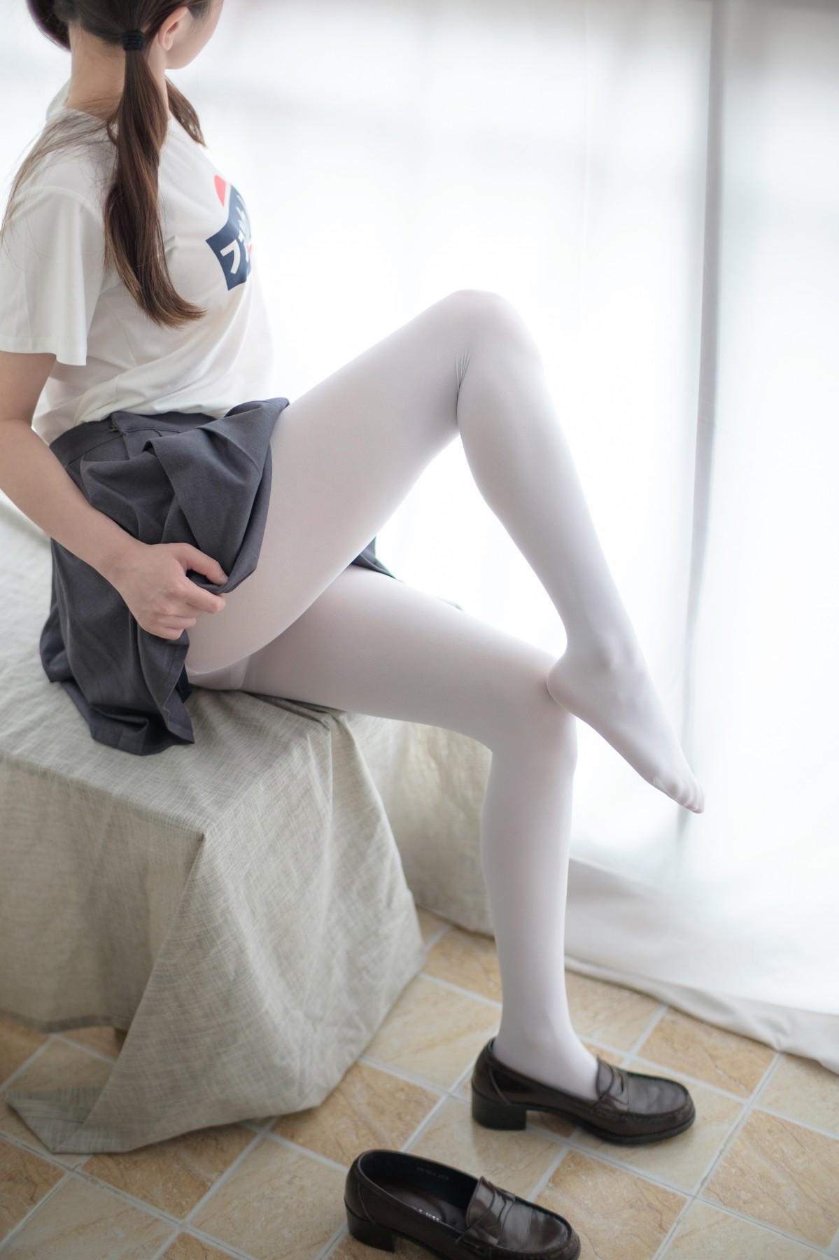 森萝财团 R15-010 羞嗒嗒的白丝MM