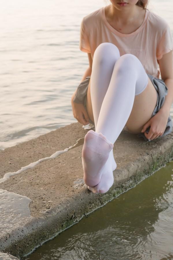 森萝财团 R15-032 湖边戏水白丝