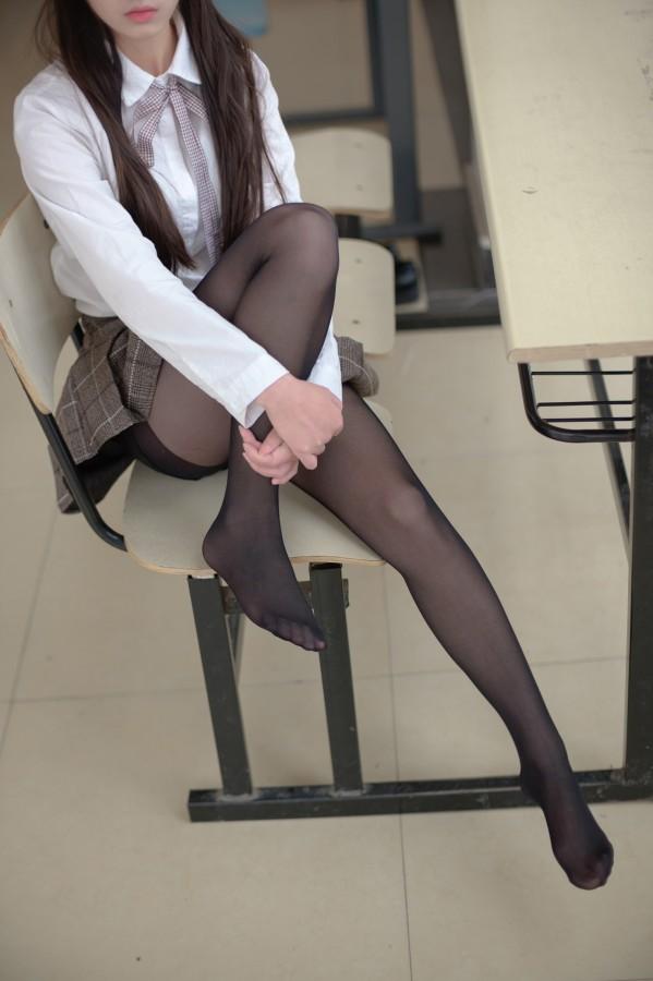 森萝财团 R15-043 学妹教室玩黑丝