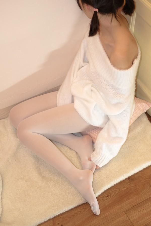 X-012 白丝白毛衣