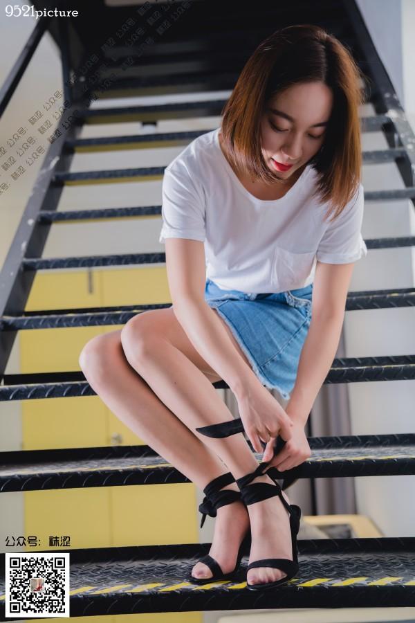 袜涩 No.15 黑色绑带高跟鞋